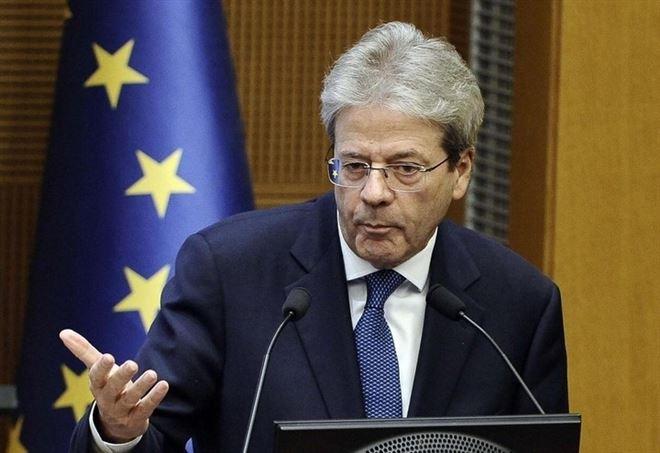 Paolo Gentiloni durante la conferenza stampa di fine anno (LaPresse)