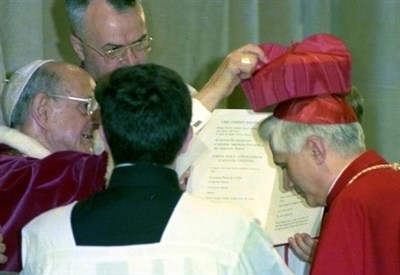 Pope Paul VI and Card. Ratzinger (Infophoto)
