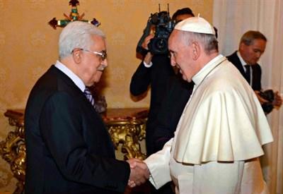 Abu Mazen con papa Francesco (Infophoto)