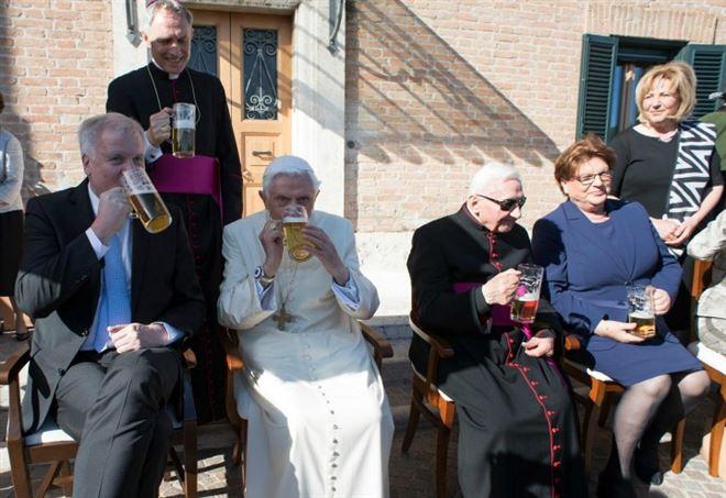 Papa Benedetto XVI, il compleanno dell'anno scorso (LaPresse)