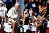 PAPA/ La speranza dei giovani contro il clericalismo della Chiesa morente