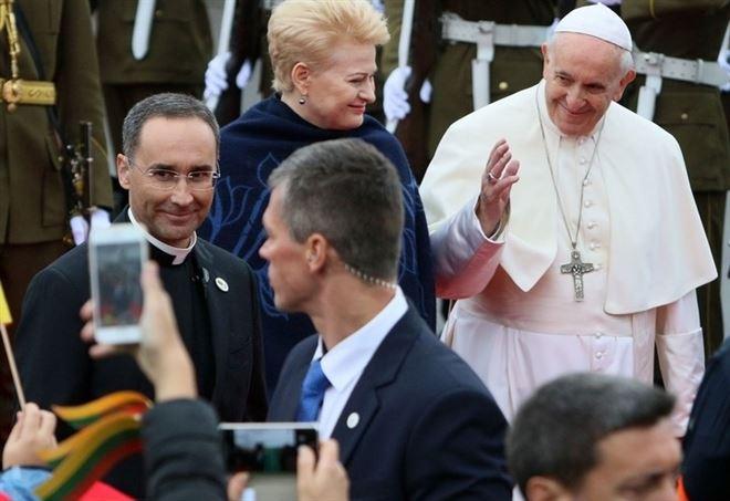 Papa Francesco con la presidente della Lituania, Dalia Grybauskaite (LaPresse)
