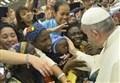 PAPA IN AFRICA/ L'abbraccio di Francesco al popolo di Namugongo: o i santi o il potere