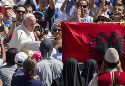 Papa Francesco ieri in Piazza San Pietro (LaPresse)