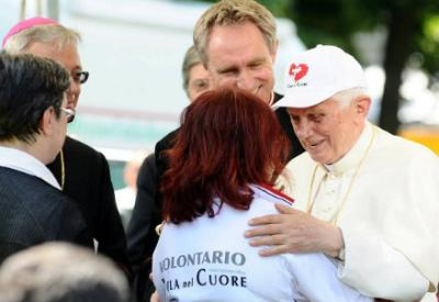 Il Papa incontra i volontari delel zone terremotate, foto Infophoto