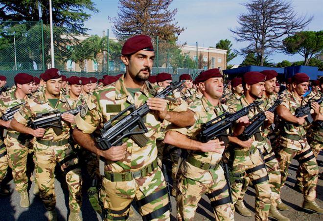 Paracadutisti della Brigata Folgore (LaPresse)