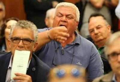 Malcontento all'assemblea Pd provinciale di Napoli (LaPresse)