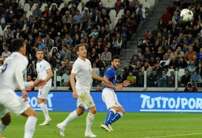 La girata di testa di Graziano Pellè per il gol del momentaneo 1-0 azzurro (INFOPHOTO)