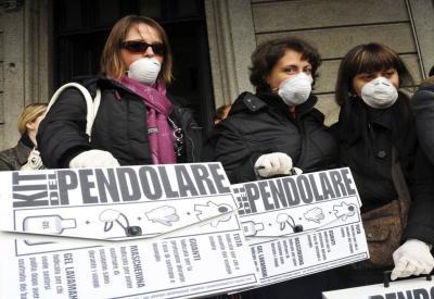 Una protesta di pendolari (Foto: Infophoto)