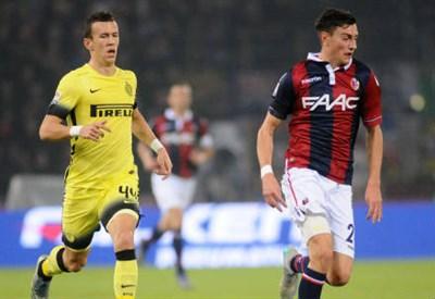 Il croato dell'Inter Ivan Perisic (sinistra), 26 anni e il difensore del Bologna Alex Ferrari, 21 (INFOPHOTO)