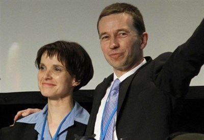 Frauke Petry con Bernd Lucke nel 2013 (Foto da Wikipedia)