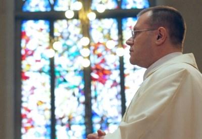 L'arcivescovo Paolo Pezzi (Immagine d'archivio)