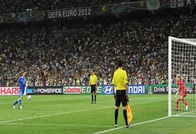 Il rigore di Pirlo a Euro 2012 (Infophoto)