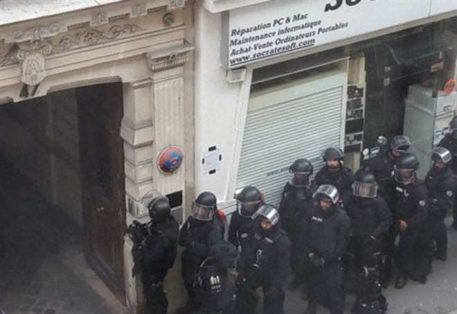 Parigi, presa d'ostaggi in centro (Twitter)