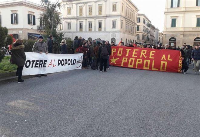 Perugia, accoltellato mentre affigge manifesti di Potere al popolo