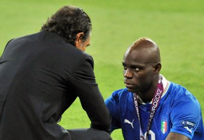 Mario Balotelli e Cesare Prandelli (Infophoto)