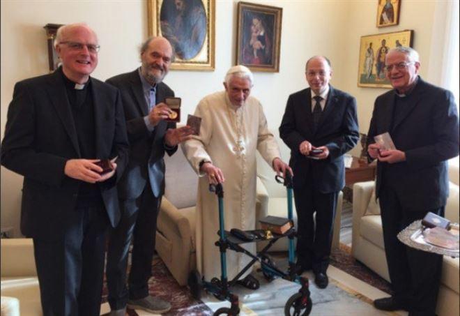 La consegna del Premio Ratzinger in Vaticano (Twitter)