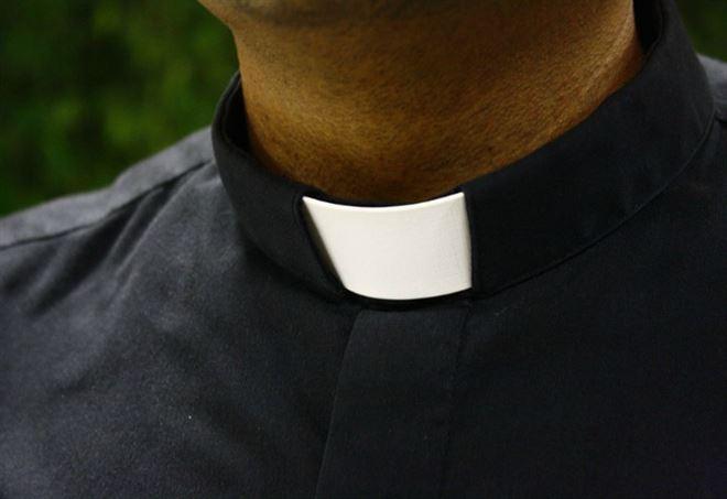 Fece abortire l'amante, sacerdote a processo