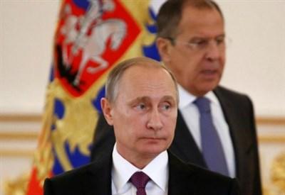 Vladimir Putin insieme al ministro degli Esteri Sergej Lavrov (LaPresse)
