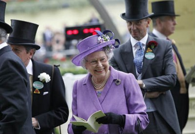 La Regina d'Inghilterra Elisabetta II (Infophoto)
