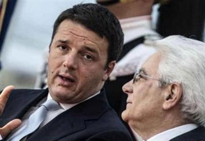Matteo Renzi con Sergio Mattarella (Infophoto)