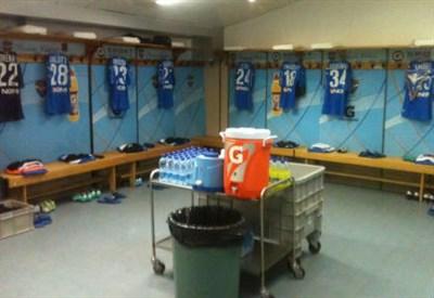 Lo spogliatoio dello stadio Mario Rigamonti di Brescia (dall'account Twitter @BresciaOfficial)