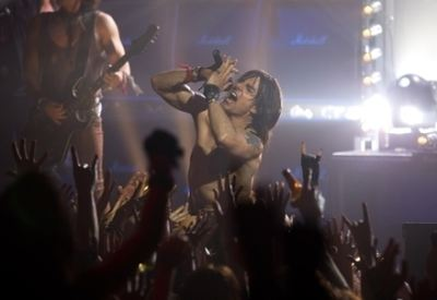 Una scena del film Rock of ages