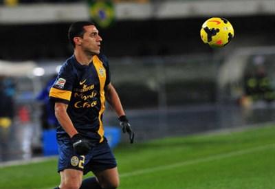 Romulo, centrocampista Hellas (Foto Infophoto)