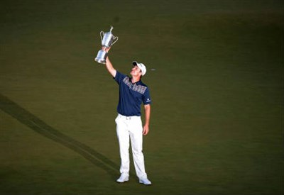 L'inglese Justin Rose con il trofeo 2013 (INFOPHOTO)
