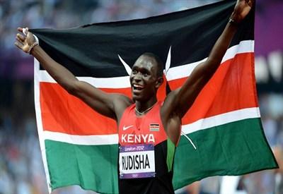David Rudisha festeggia l'oro con record del mondo negli 800 (Infophoto)