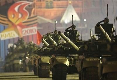 Carri armati russi (Infophoto)