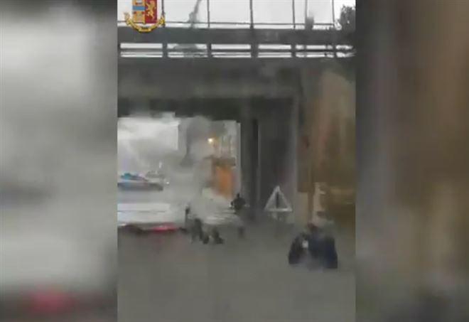 Ancona, intrappolate in auto in un sottopasso allagato