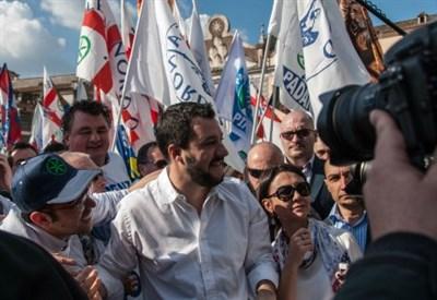 Matteo Salvini in piazza a Roma (Infophoto)