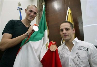 Mauro Sarmiento dopo Pechino 2008 con il pugile Picardi: ora festeggia ancora (Infophoto)