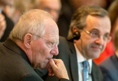 Wolfgang Schaeuble (S) e Antonis Samaras (Infophoto)