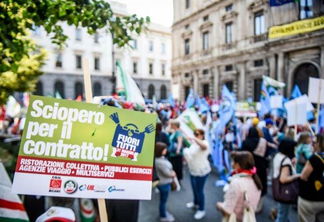 Contratti statali, proteste e polemiche (LaPresse)