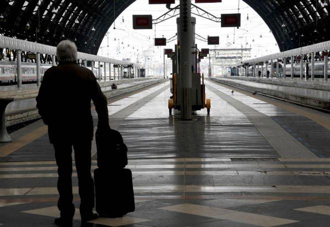 Concorsi Pubblici 2017, operatori Ferrovie (LaPresse)