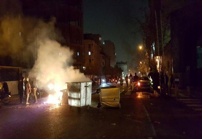 Scontri in Iran (foto da Twitter)
