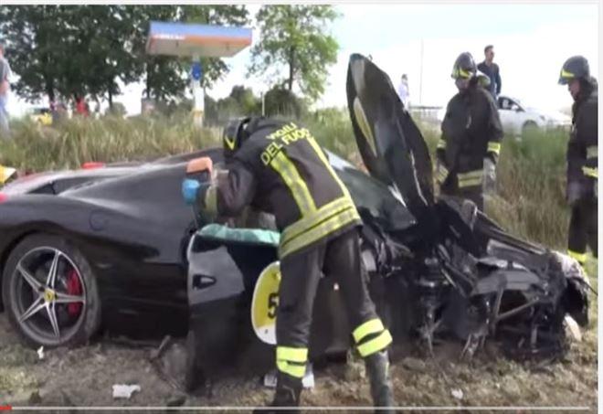 La Ferrari semidistrutta dopo l'impatto (Foto: Youtube)