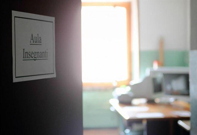 Professore assenteista a Lodi: 1.500 giorni senza lavorare in 5 anni