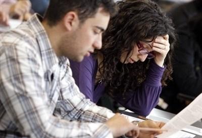 Giovani docenti al lavoro (Infophoto)