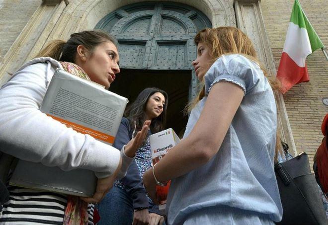 Contratti statali, la Scuola si ribella (LaPresse)