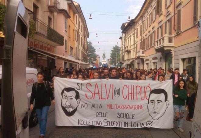 Scuola, proteste in piazza contro governo Lega-M5s (Twitter)