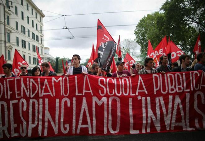 Mix di sindacati e studenti anti-Invalsi (LaPresse)
