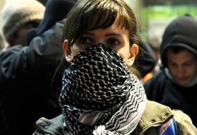 Studentessa durante un'occupazione (InfoPhoto)