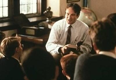 Robin Williams nei panni del prof. Keating (Immagine d'archivio)