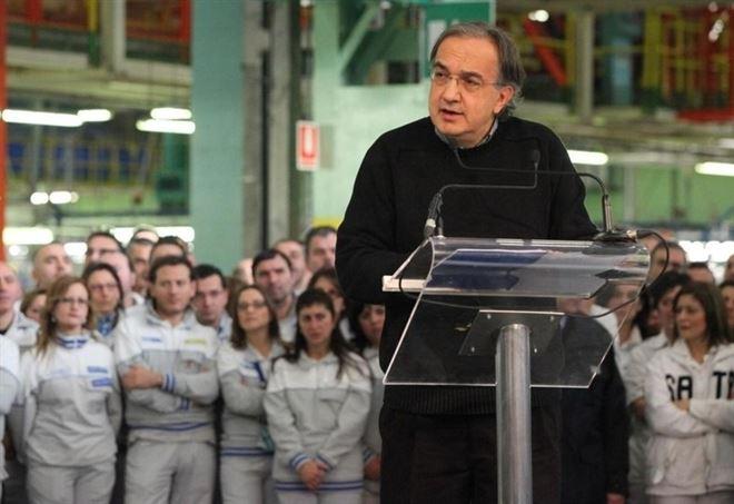 Sergio Marchionne nello stabilimento Fiat di Melfi nel 2012 (Lapresse)