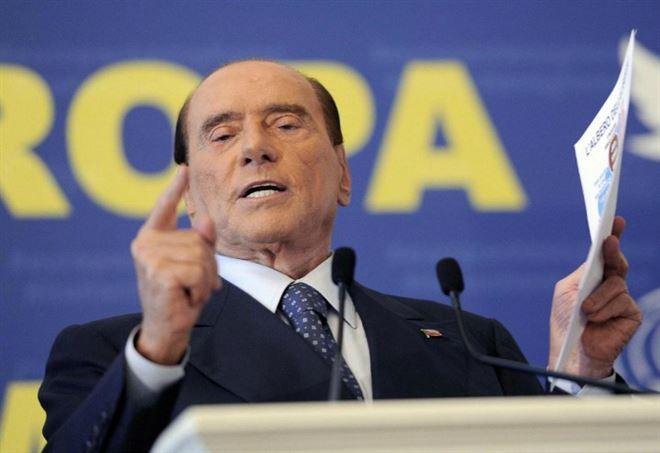 La maschera di Silvio Berlusconi (LaPresse)