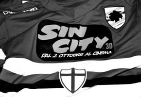 Sampdoria da cinema/ Foto: per tre partite il film 'Sin City 3D' sulla maglia blucerchiata
