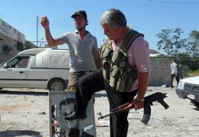 Aleppo (Siria): i ribelli distruggono le immagini di Bashar al-Assad (Infophoto)
